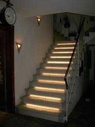 indirektes treppenlicht mit ledbeleuchtung. Black Bedroom Furniture Sets. Home Design Ideas